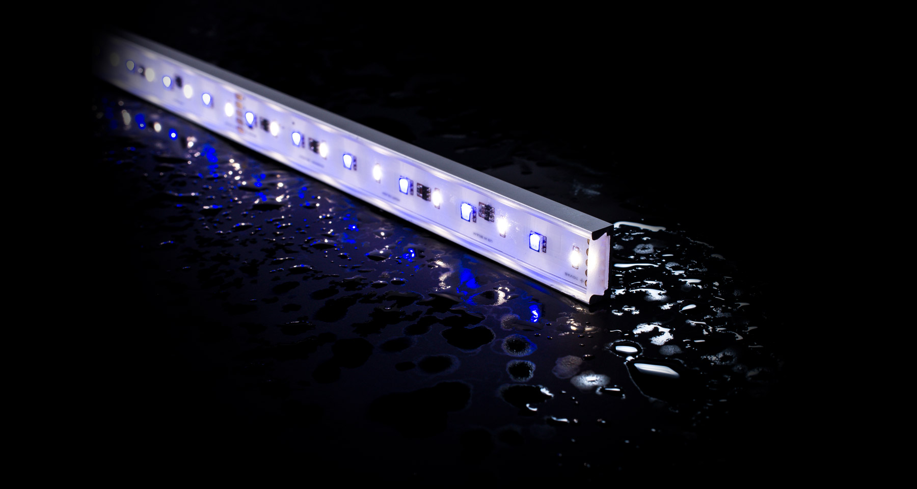 IP67 rated outdoor LED linear lights with NICHIA LEDs RGB+W