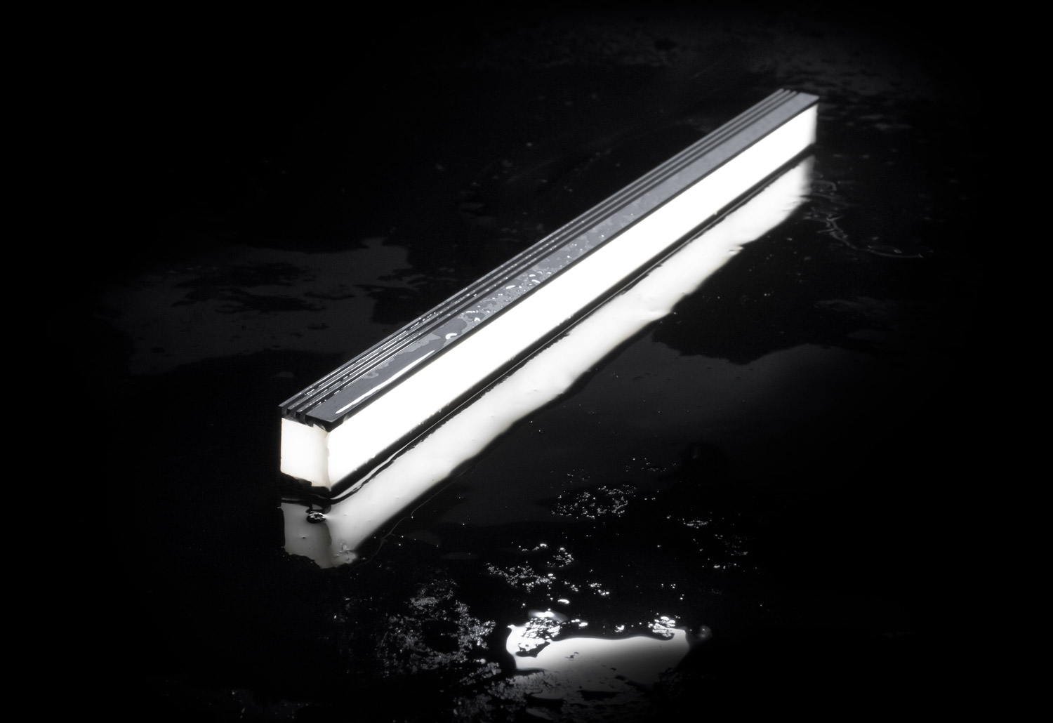 IP67 rated waterproof outdoor LED linear lights with NICHIA LEDs